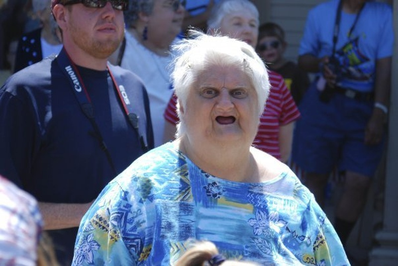 фото старый хрен дерет внучку