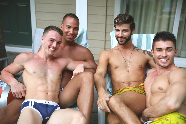 Скачать геи сасут у младше седя в 2 года